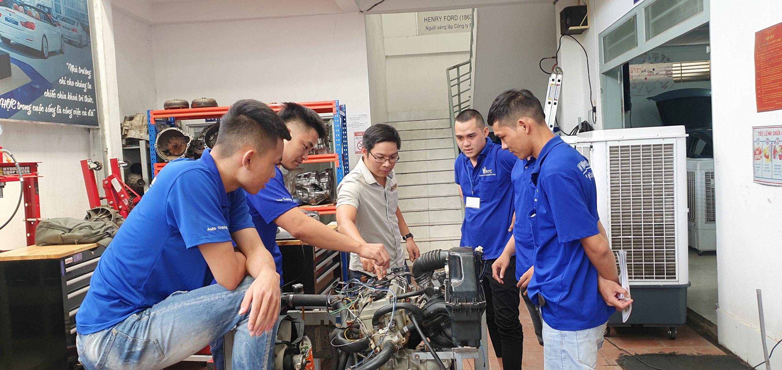 học nghề ô tô hay đại học ô tô.jpg
