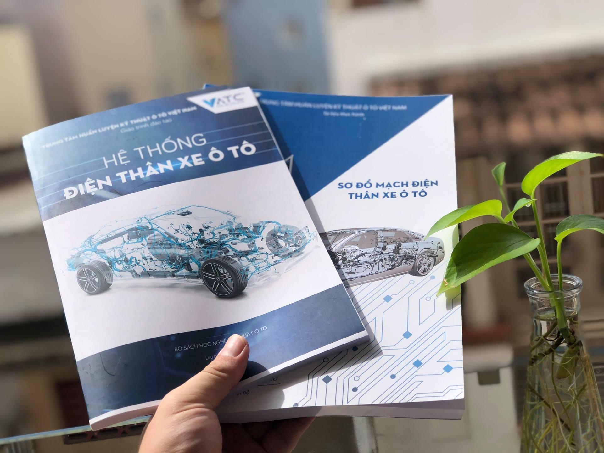 sách điện ô tô.jpg